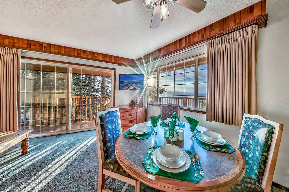 Tahoe Beach and Ski Club -dining